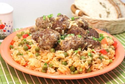 Рецепт Тефтели с рисом и овощами