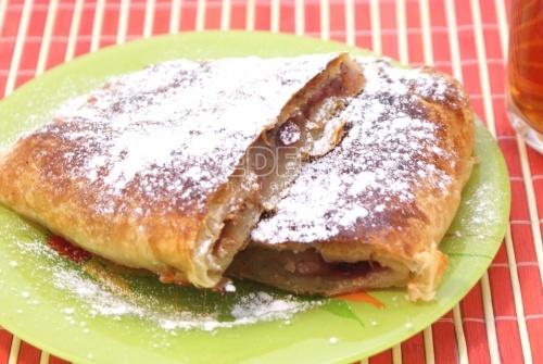Рецепт Ленивый пирог с яблоками и корицей