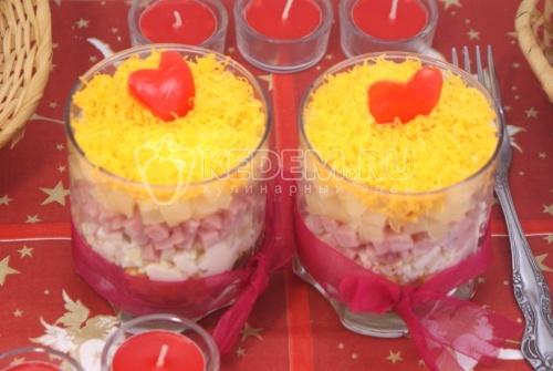 Салат « Тайная страсть». Пошаговый кулинарный рецепт с фото приготовление салата в с ананасом и ветчиной на романтический ужин.