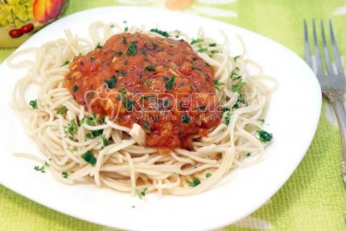 Рецепт Спагетти с томатным соусом и базиликом