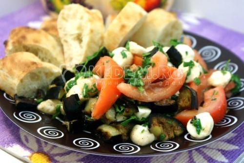 Закуска из баклажан с моцареллой. Пошаговый кулинарный рецепт с фотографиями приготовление закуски из баклажан с сыром моцарелла.