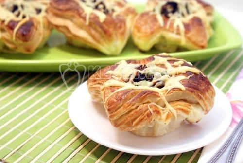 Слойки с баклажанами и сыром. Пошаговый кулинарный рецепт с фотографиями приготовление слоек с баклажанами и сыром.