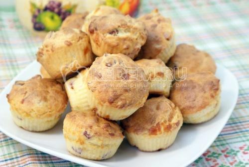 Кексики и ветчиной и сыром. Пошаговый кулинарный рецепт с фотографиями приготовление кексиков с ветчиной и сыром.