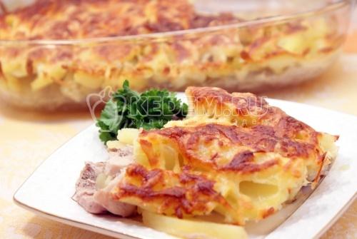 Запеченное мясо с картофелем и сыром. Пошаговый кулинарный рецепт с фотографиями приготовление запеченного мяса с картофелем и сыром. itemprop=
