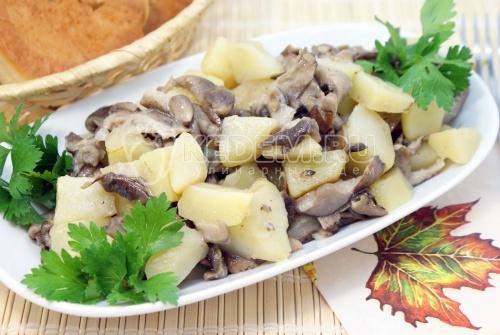 Опята с картофелем «По-деревенски»