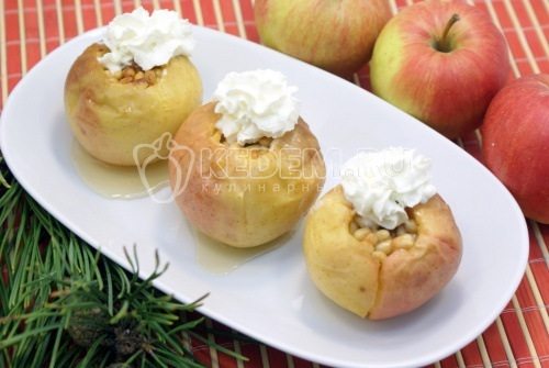 Запеченные яблоки с мёдом и кедровыми орехами - рецепт