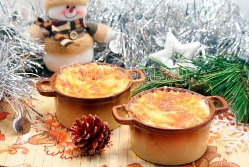 Новогодний жюльен. Пошаговый кулинарный рецепт с фото приготовление жюльена с кедровыми орешками на новогодний стол.
