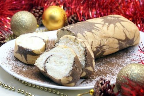 Рецепт Бисквитный рулет с кремом «Новогодний салют»
