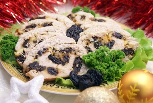 Рецепт Куриный рулет с черносливом и сыром