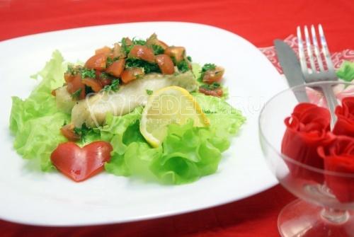 Запеченная треска с помидорной заправкой. Пошаговый кулинарный рецепт с фото приготовление запеченной трески с помидорами и зеленью.