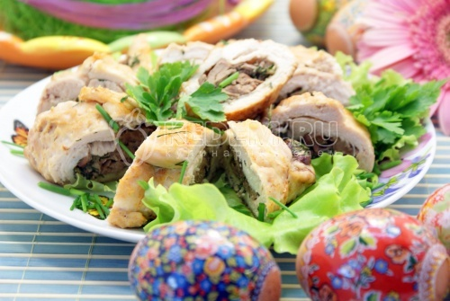 Куриные рулетики с печенью. Пошаговый кулинарный рецепт с фотографиями приготовления куриных рулетиков.
