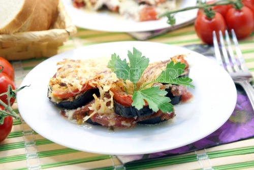 Рецепт Баклажаны с помидорами, запеченные под сыром