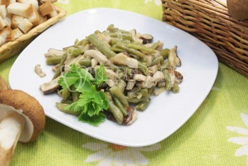 Белые грибы со стручковой фасолью