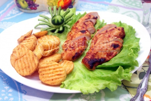 Куриное филе с картофельными ломтиками