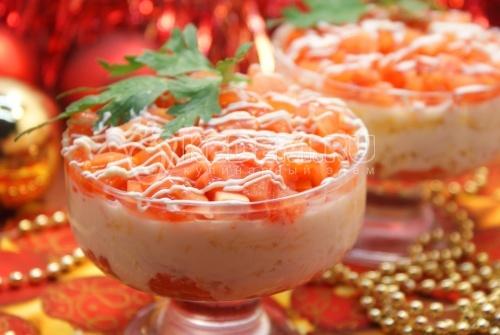Салат с красной рыбой. Пошаговый кулинарный рецепт с фотографиями приготовления новогоднего салата с красной рыбой на новогодний стол..