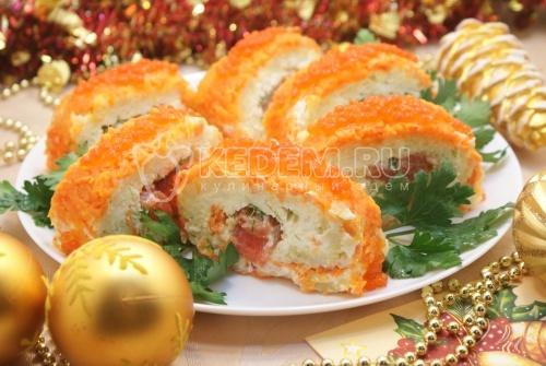 Салат «Царский». Пошаговый кулинарный рецепт с фотографиями приготовления салата с красной рыбой и икрой на новогодний стол.