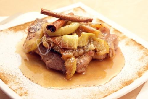 Рецепт Свиной стейк на сковороде в яблочном соусе