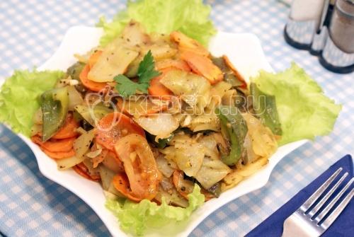 Рецепт Тушеная капуста с овощами