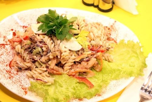 Рецепт Салат с макаронами и тунцом