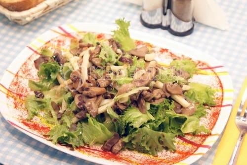 Рецепт Салат с кальмарами и грибами