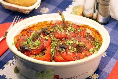 Фаршированные перцы рисом и овощами