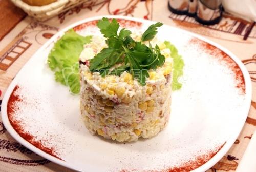 Рецепт Салат «Сухарики и крабовые палочки»