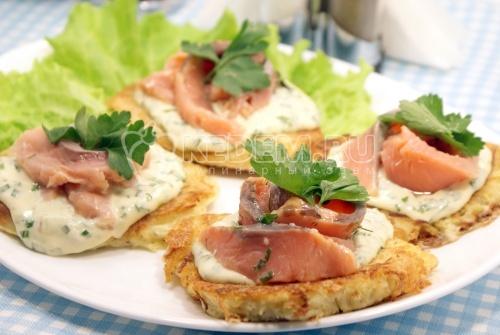 Рецепт Картофельные драники с лососем