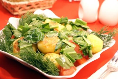 Салат из черемши с картофелем