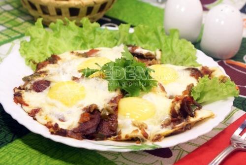Рецепт Яичница глазунья с помидорами и халапеньо