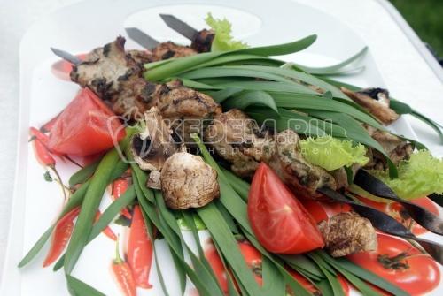 Шашлык из курицы в майонезе с черемшой - рецепт