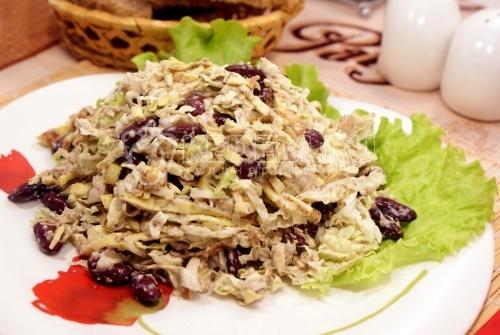Салат из пекинской капусты с мидиями – кулинарный рецепт