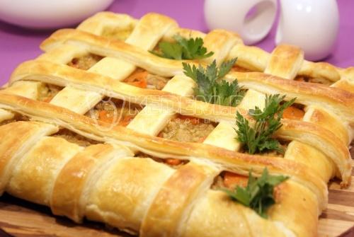 Пирог из слоёного теста. Кулинарный рецепт с фотографиями приготовления пирога из слоёного теста