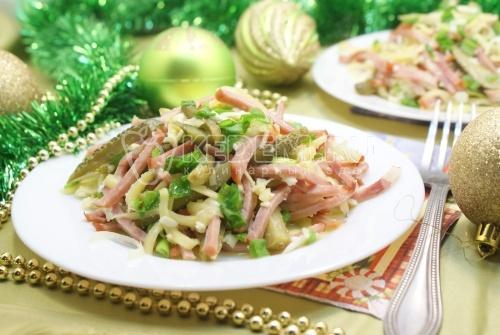 Рецепт Салат с корнишонами «Остренький»