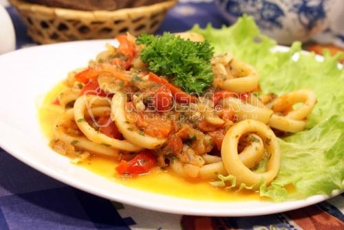 Рецепт Кальмары тушеные с овощами