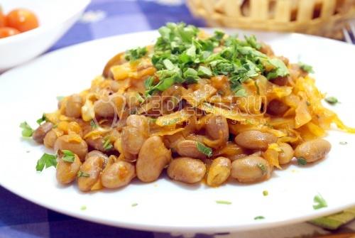 Тушеная капуста с фасолью - рецепт